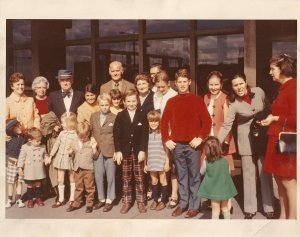 Eileen with her extended baby boom family when she was teenager.